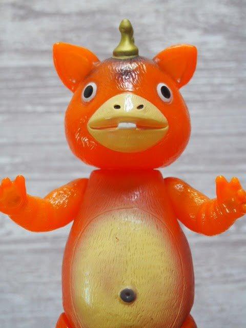 イヌクマ製の快獣ブースカ(クリアオレンジ) のソフビフィギュア