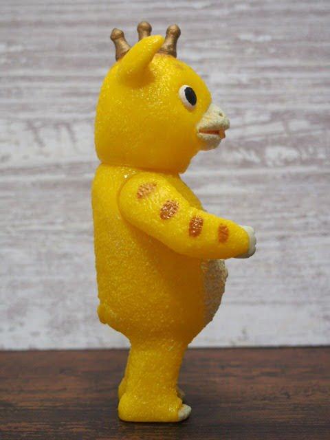 快獣ブースカのフィギュア(黄色)の右側