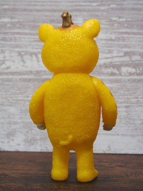 快獣ブースカのフィギュア(黄色)の後姿