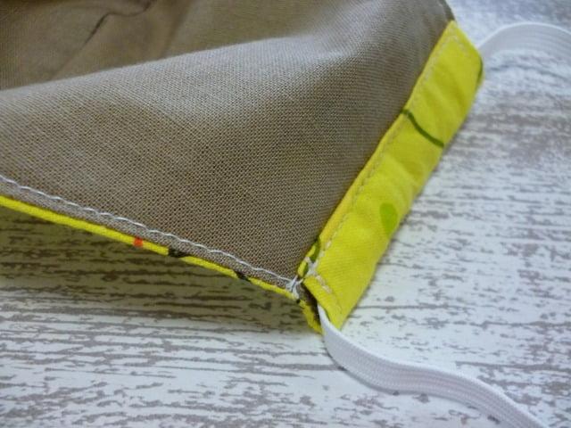 ハンドメイド・マスクの裏側の縫い目