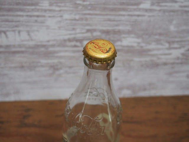 コカ・コーラ生誕100年記念ボトルの空瓶の王冠