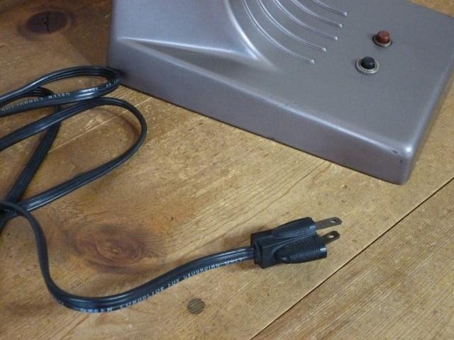 DAZOR デスクライト(MODEL 1000)の電源コードの表側