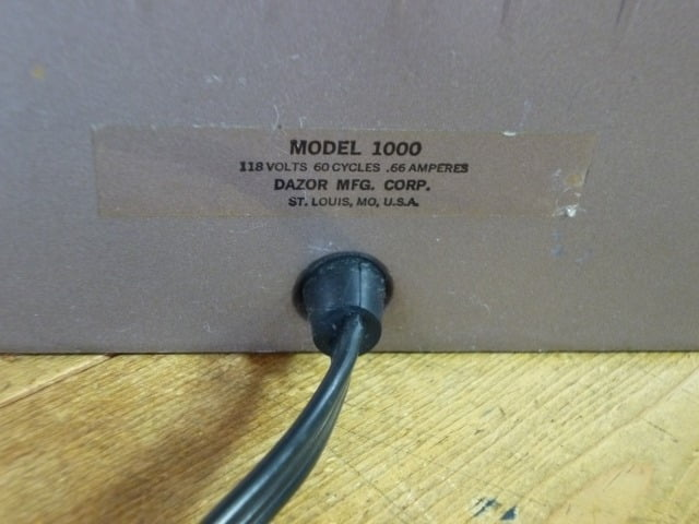 DAZOR デスクライト(MODEL 1000)の品番表示ラベル