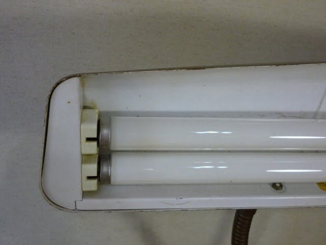 DAZOR デスクライト(MODEL 1000)のヘッド内側左