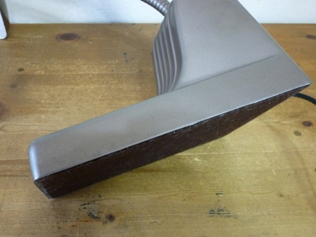 DAZOR デスクライト(MODEL 1000)のベース左側