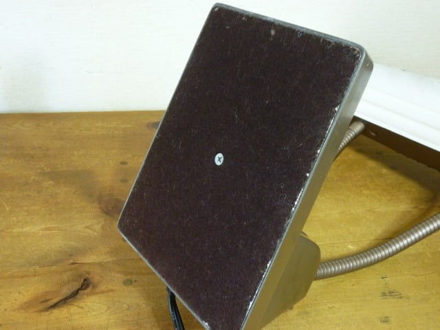 DAZOR デスクライト(MODEL 1000)のベース裏側