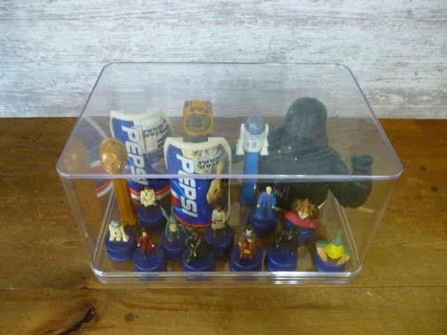 スター・ウォーズのフィギュアを飾った透明収納ケース(上から)