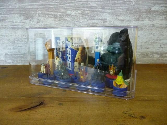 スター・ウォーズのフィギュアを飾った透明収納ケース(横から)
