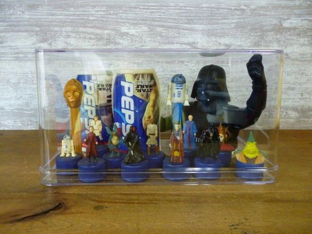 スター・ウォーズのフィギュアを飾った透明収納ケース(正面)