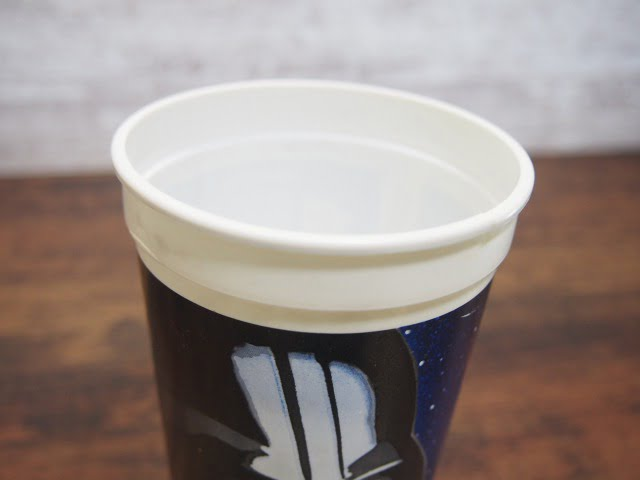 KFC スター・ウォーズ トリロジー ダース・ベイダーのカップの縁部分