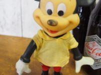 R.DAKIN&CO.のミッキーマウスのフィギアとコカコーラ