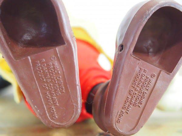 R.DAKIN&CO.のミッキーマウスのフィギアの靴の裏側