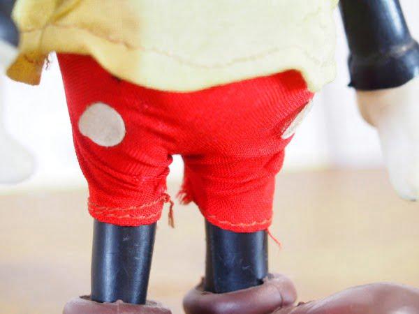 R.DAKIN&CO.のミッキーマウスのフィギアのパンツ部分
