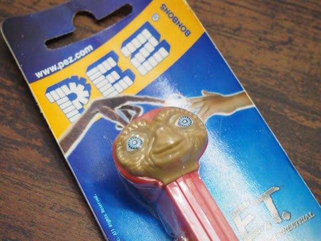 E.T. 赤フード – PEZ(ブリスターパッケージ)の上部