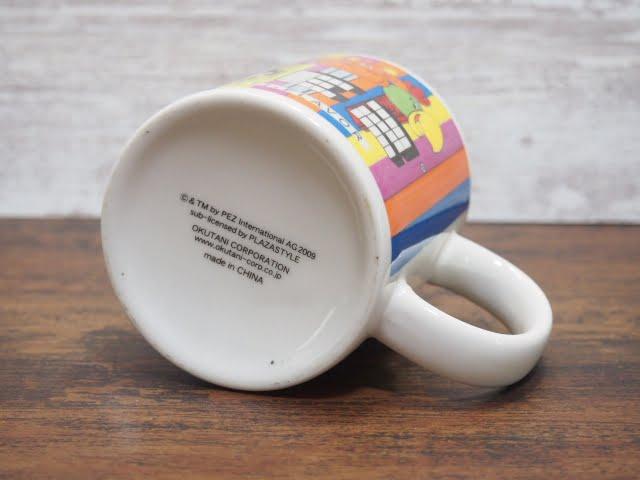 PEZ マグカップの底のライセンス表記