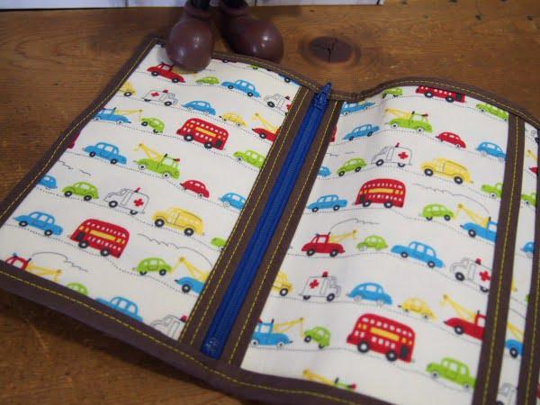 手作りの三つ折り財布の内側