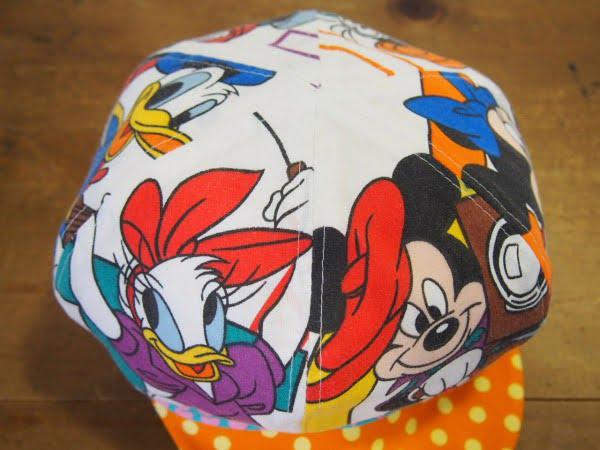 ディズニーの柄が可愛い手作りのキャスケットの上部