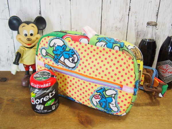 手作りのスマーフ柄のヒップバッグと雑貨