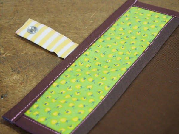 手作りの母子手帳カバーの内側