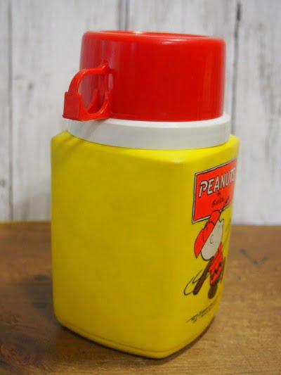 ピーナッツ・ランチボックス 73s(THERMOS)に付いている水筒の側面