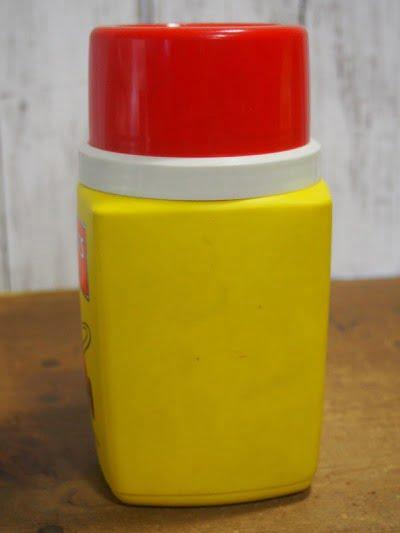 ピーナッツ・ランチボックス 73s(THERMOS)に付いている水筒の裏面