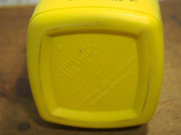 ピーナッツ・ランチボックス 73s(THERMOS)に付いている水筒の下部裏側
