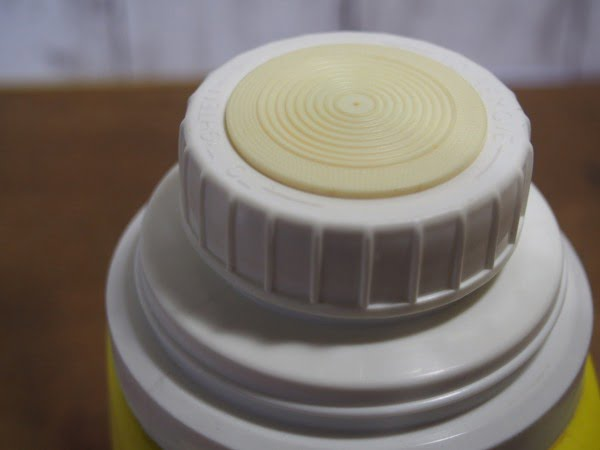 スヌーピー・ランチボックス 73s(THERMOS)に付いている水筒の蓋