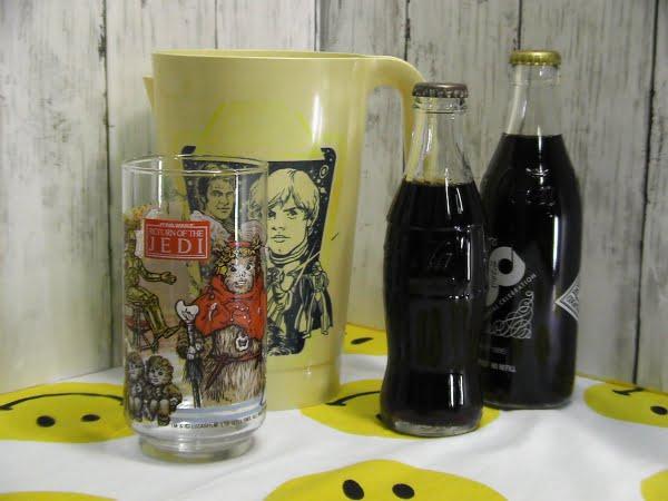 スターウォーズのタンブラーグラスとピッチャーとコカコーラ