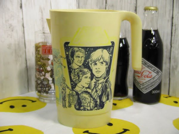 スターウォーズのピッチャーとタンブラーグラスにコカコーラ