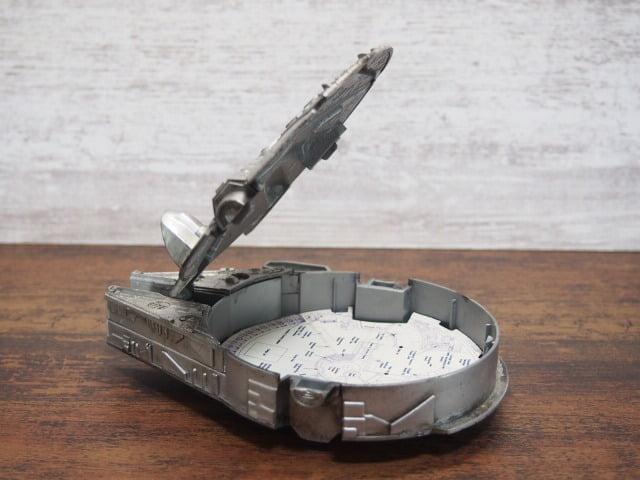 Collector Timepiece ミレニアムファルコン・ケースの蓋を開けた写真