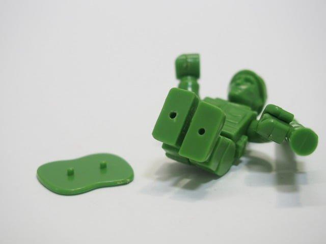 グリーンアーミーメン – ユージン ミニキューブリックの脚部分