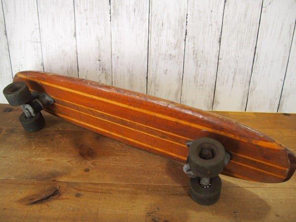 ヴィンテージ ウッドスケートボードの裏面全体