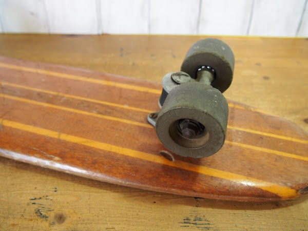 ヴィンテージ ウッドスケートボードの後輪