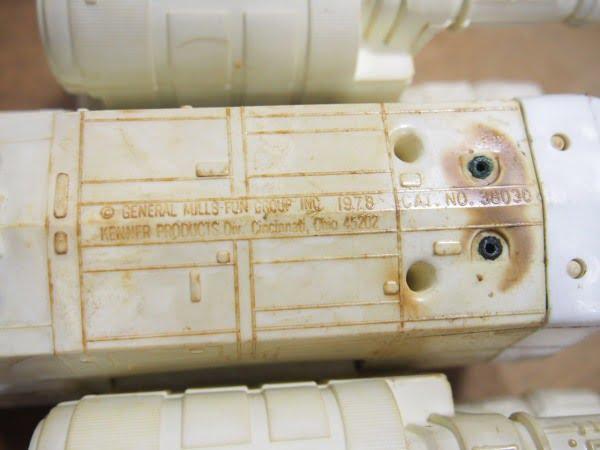 Xウイング・ファイター(Kenner製 1978年)のフィギュアの裏面の製造刻印